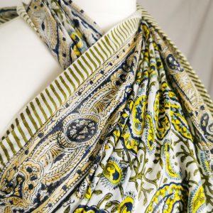 Maxi Tuch mit gelben Paisley -Handdruck