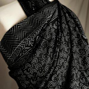 Großes Tuch -schwarz, Handdruck mit Lehmstein